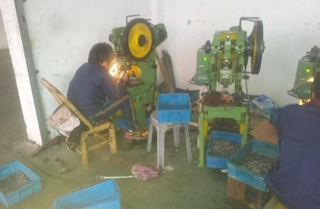 מפעל לעיבוד מתכת על ידי מכבש