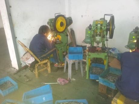 מכבש במפעל