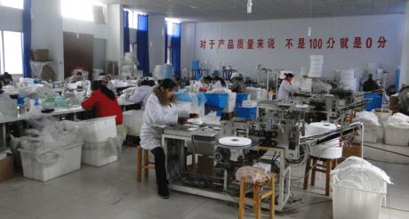 עובדים במפעל בסין