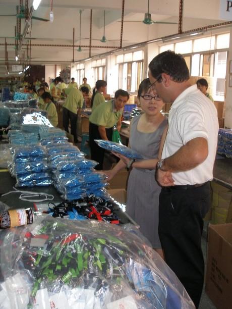 מפעל בסין-עבודה עם ספקים