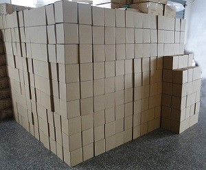 סחורה מסין בארגזים